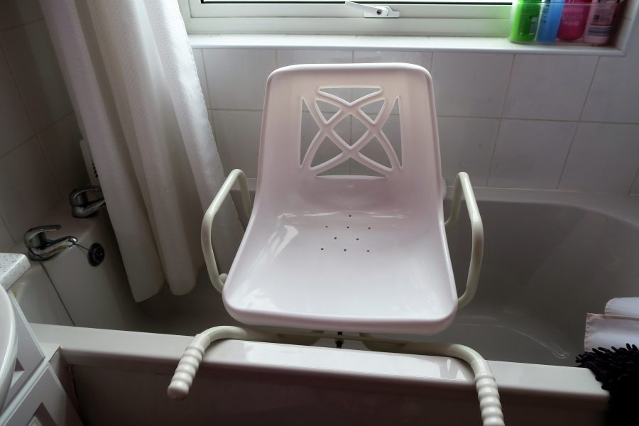 Swivel bath chair - 6 months old - SOLD | Berkshire MS Therapy Centre